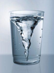Egy pohár víz többre képes, mint gondolnánk.